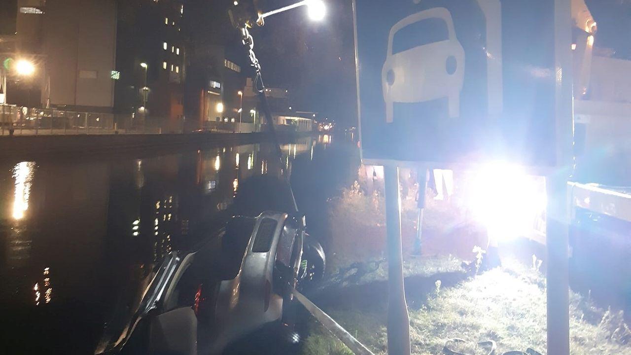 Auto te water in Veghel, inzittenden komen met de schrik vrij