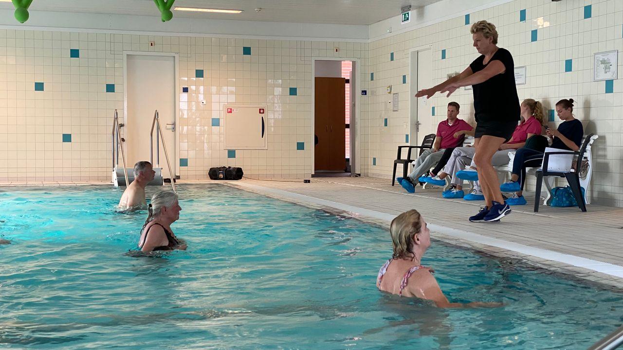 Zwemclinic tijdens de Nationale Sportweek, 'We hopen dat meer mensen gaan zwemmen'