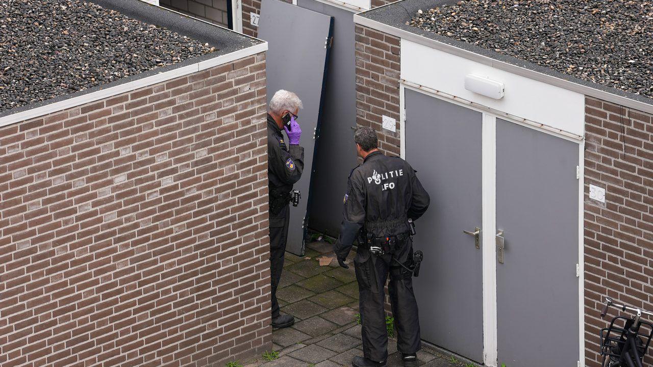 Burgemeester sluit berging aan Meijerijstraat in Veghel na vondst drugslab