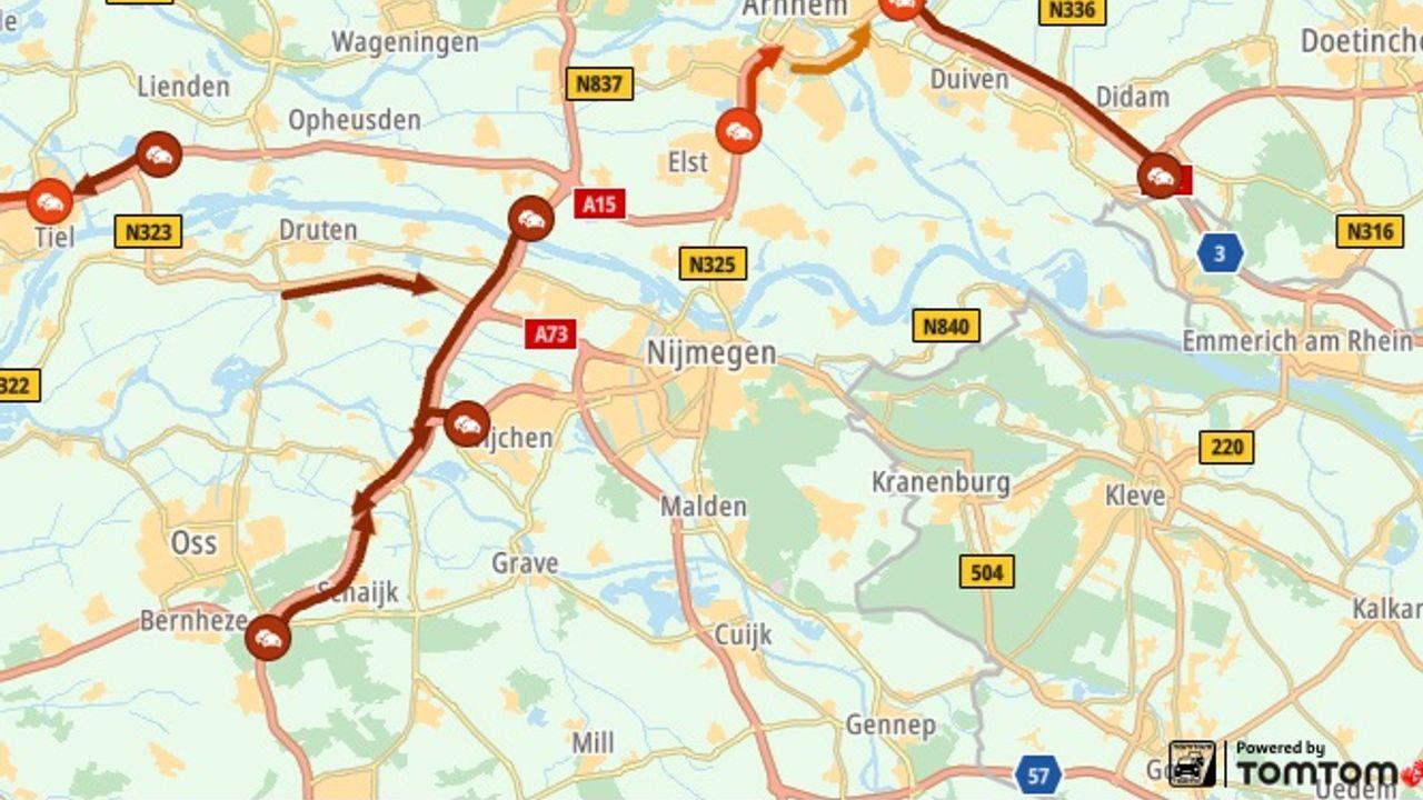 Ongelukken in beide richtingen zorgen voor flinke vertraging op de A50
