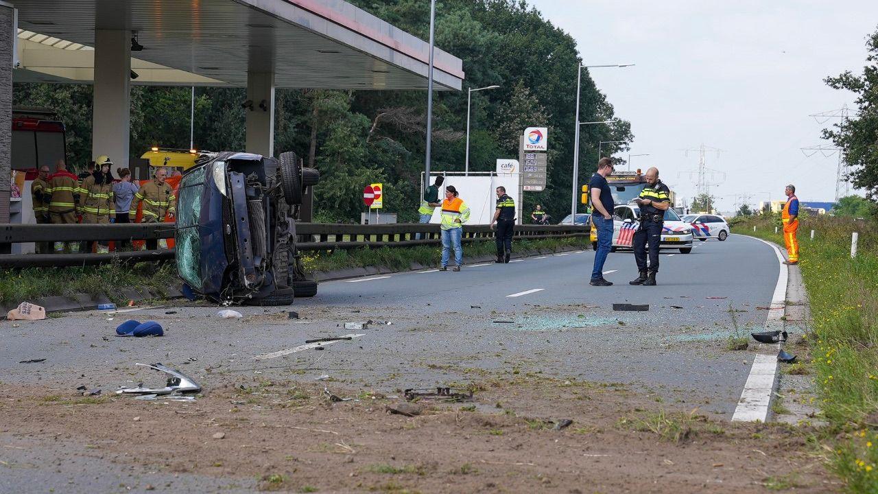 Vrouw uit auto geslingerd bij ongeval N329 in Oss