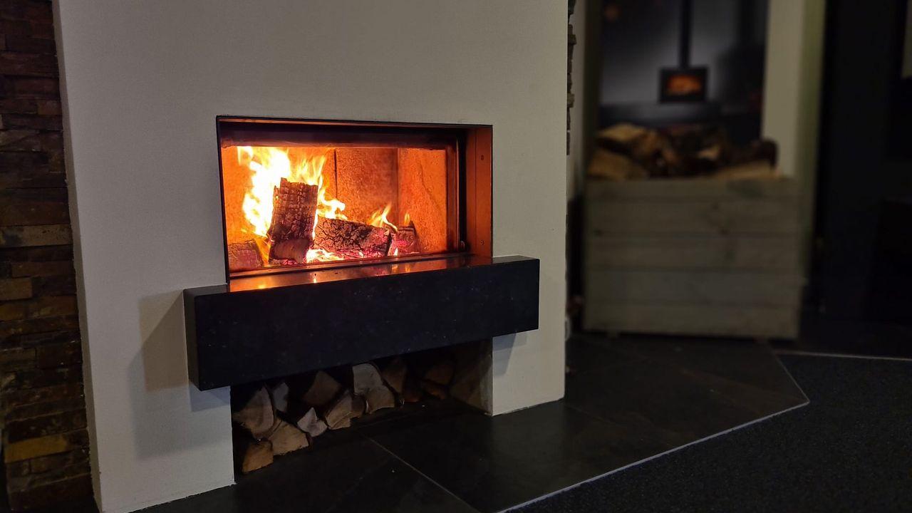 Veel vraag naar houtkachels door stijgende energieprijs: 'levertijden nu drie keer zo lang'