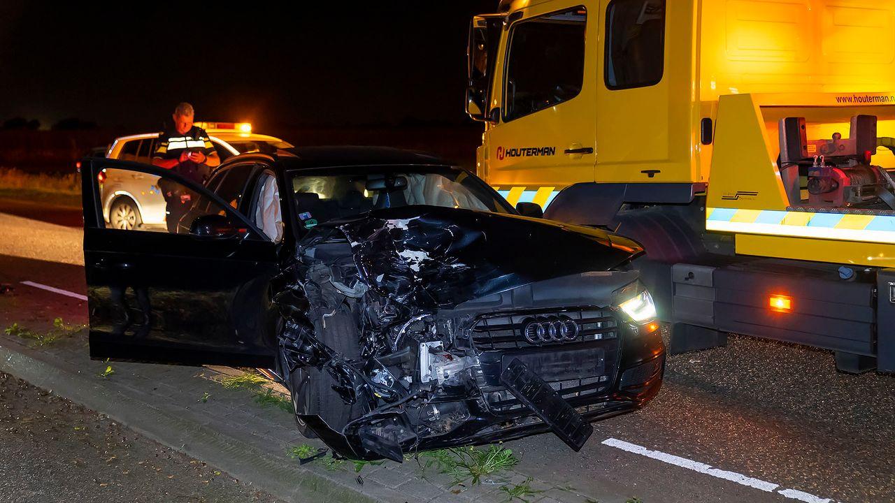 Flinke schade bij botsing tussen twee auto's in Herpen