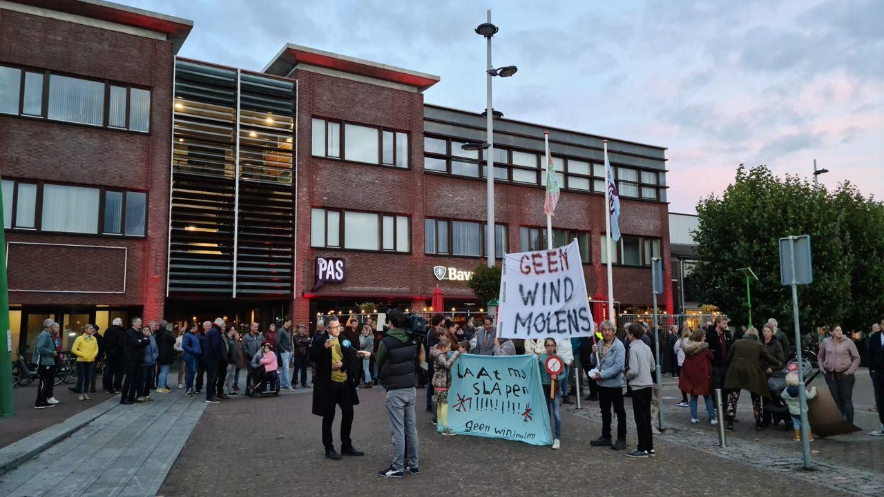 Inwoners Vinkel protesteren tegen windmolens net over de grens met Bernheze