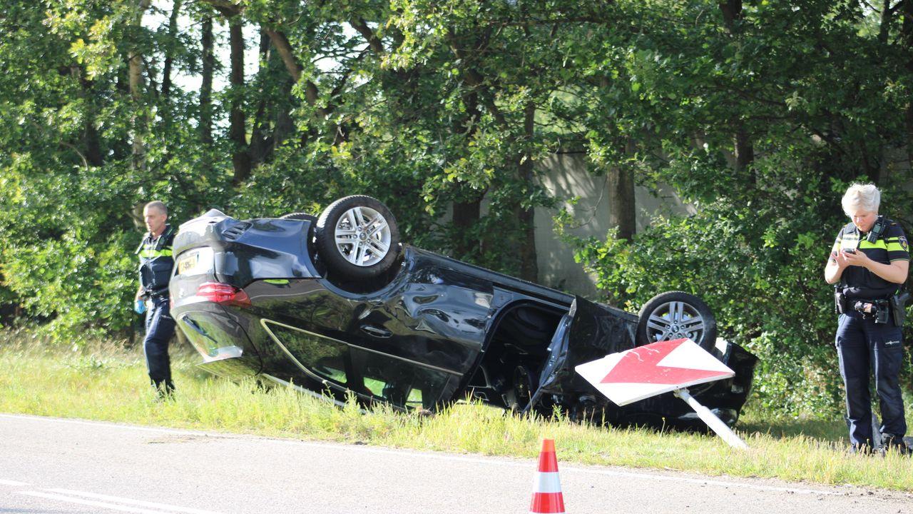 Automobilist komt met schrik vrij na eenzijdig ongeval in Heesch