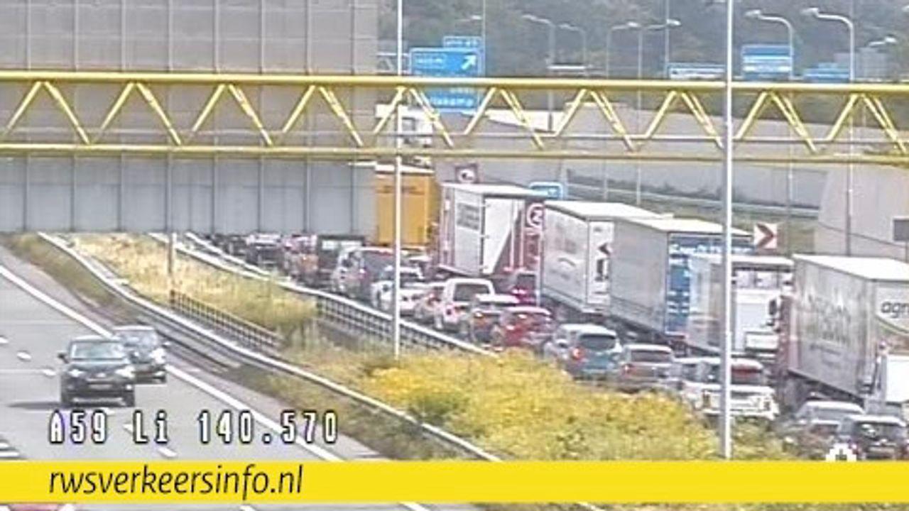 Flinke vertraging op A59 door ongeval bij Rosmalen