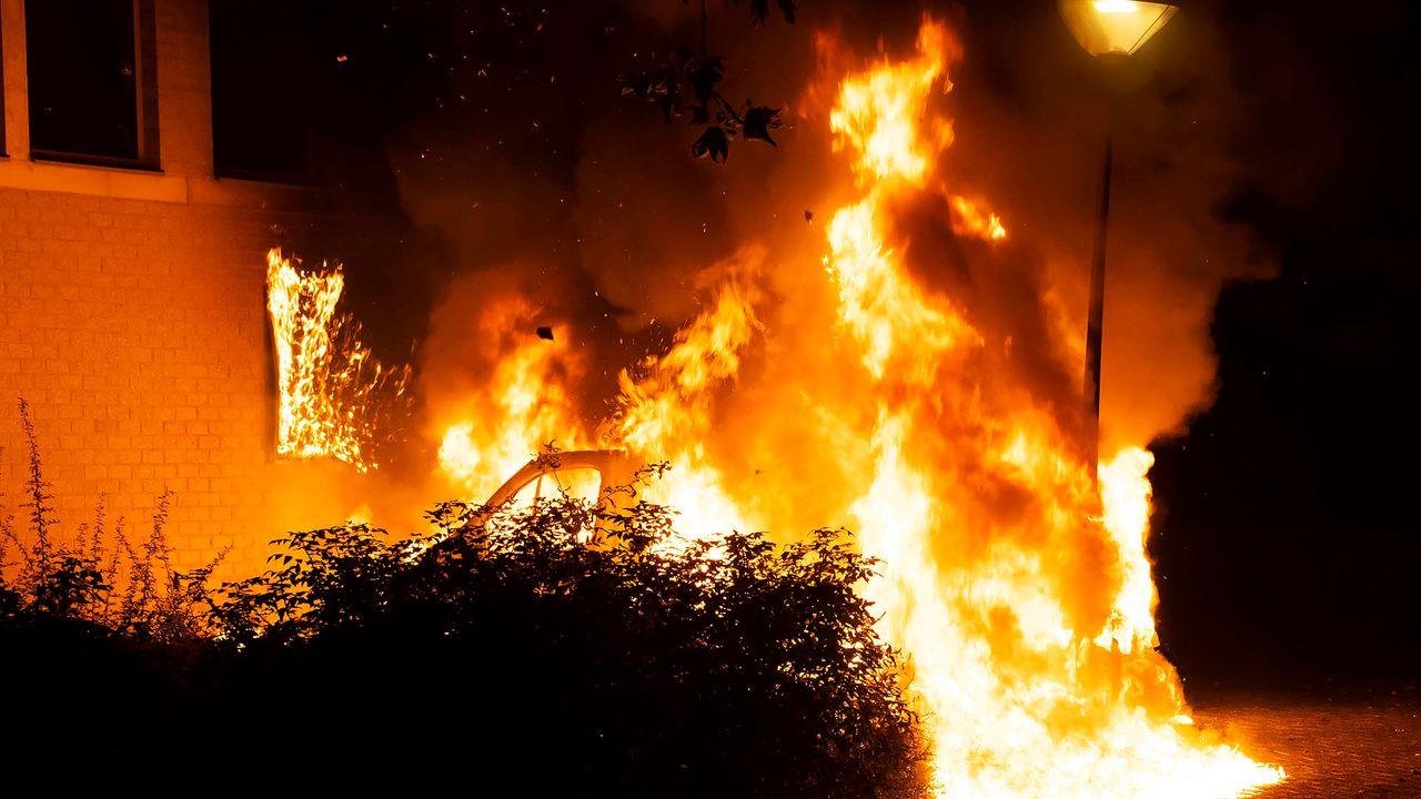 Busje aan Verdistraat brandt volledig uit, burgernetbericht verstuurd