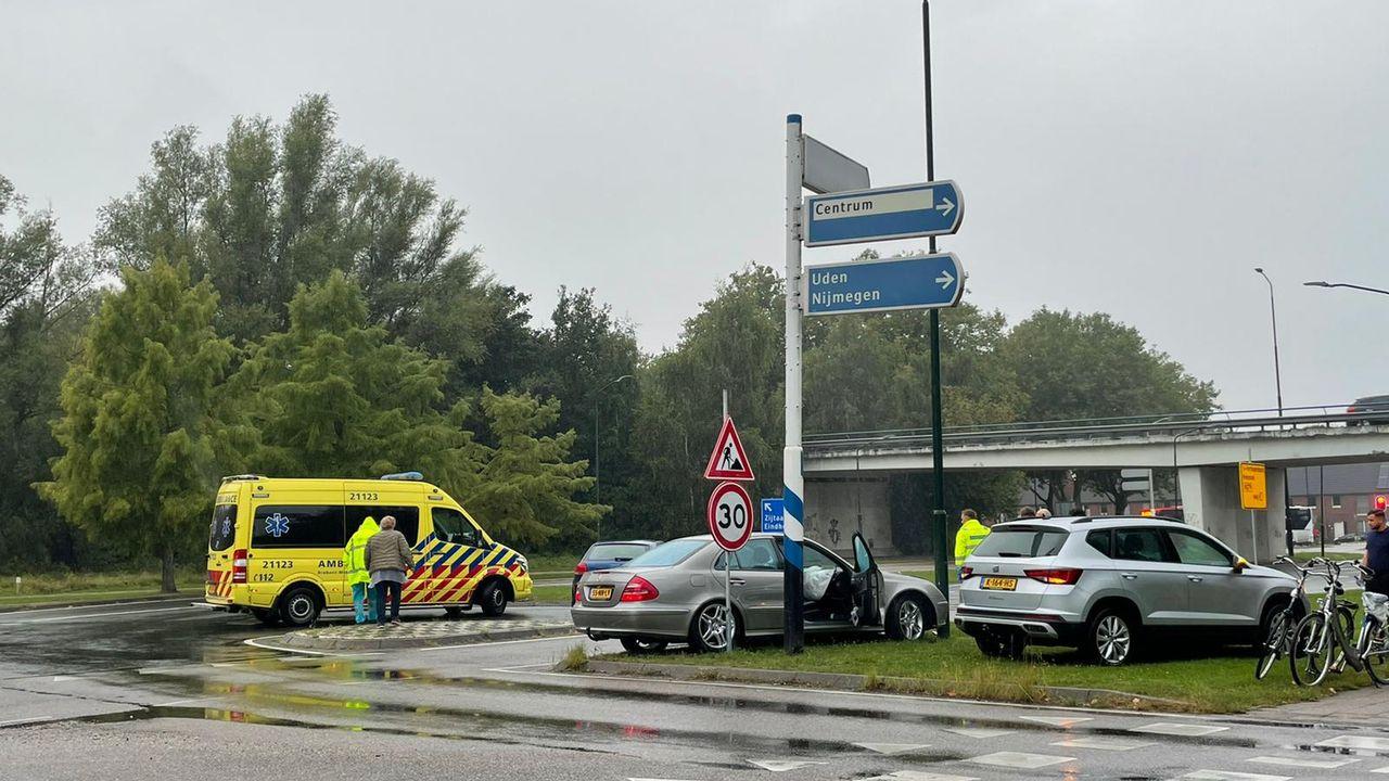 Auto's botsen op elkaar op berucht kruispunt in Veghel