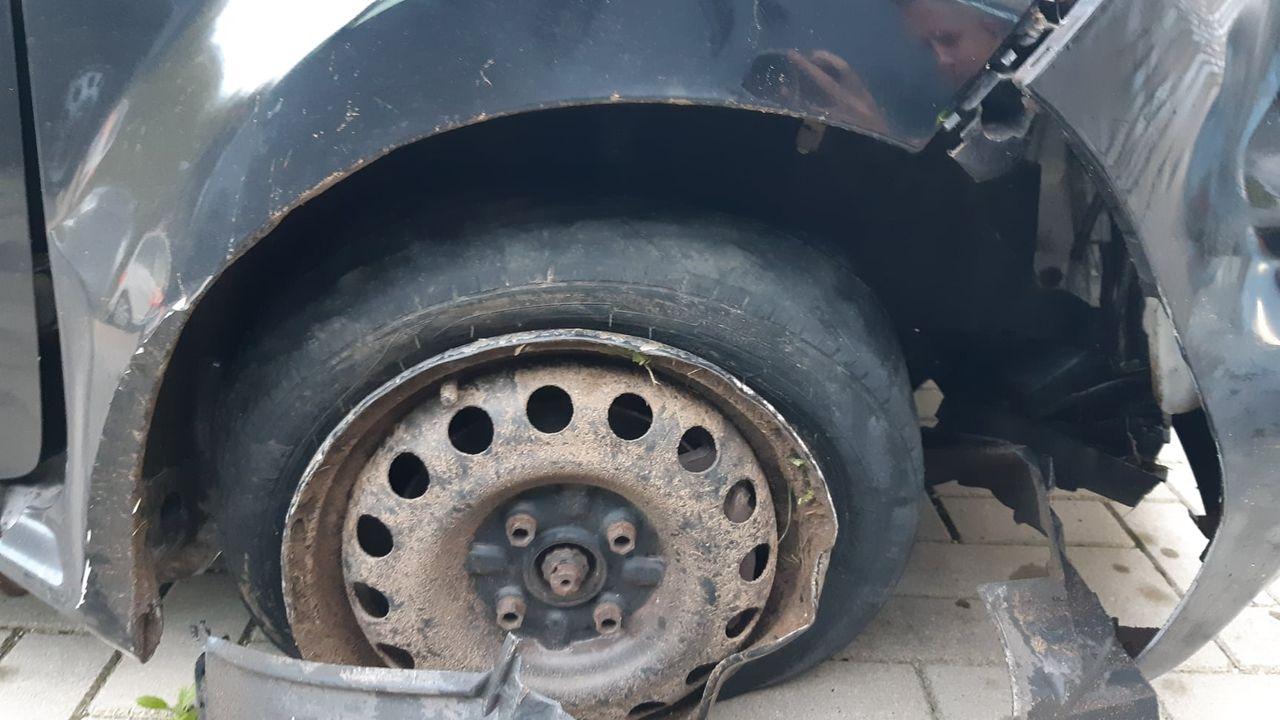 Automobilist veroorzaakt meerdere ongevallen met flinke schade in Empel