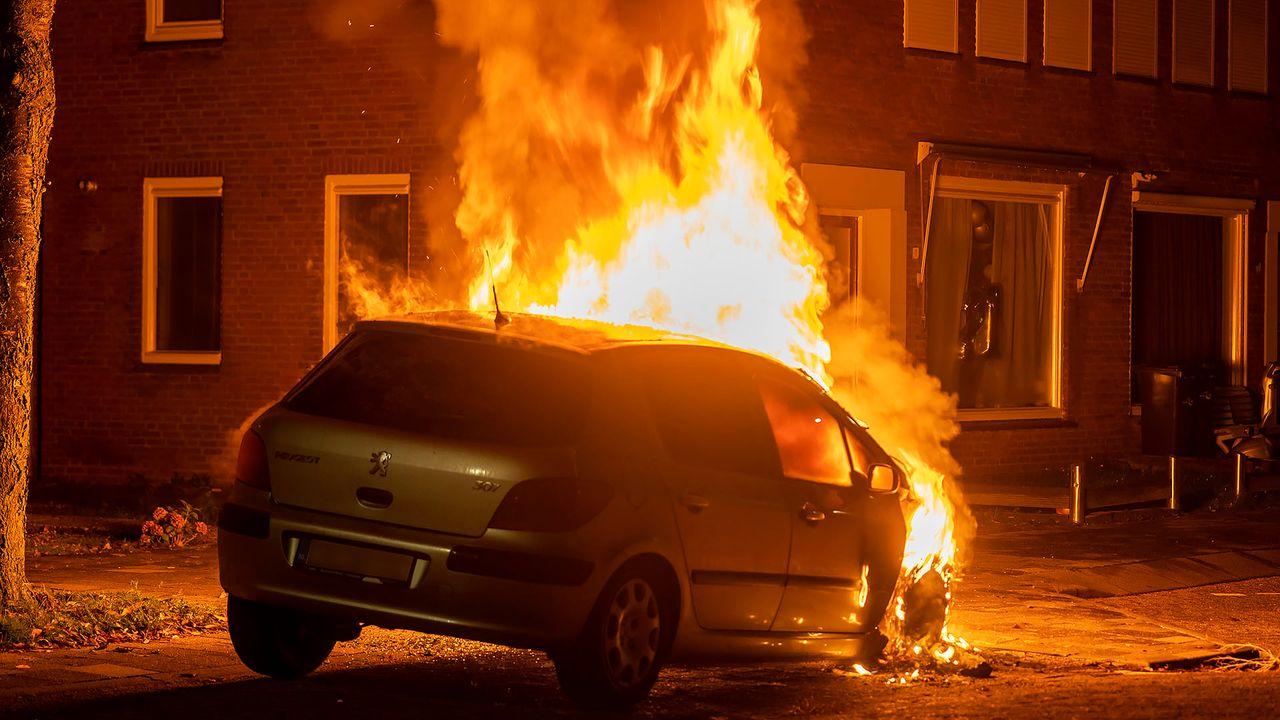Peugeot 307 brandt volledig uit in Oss