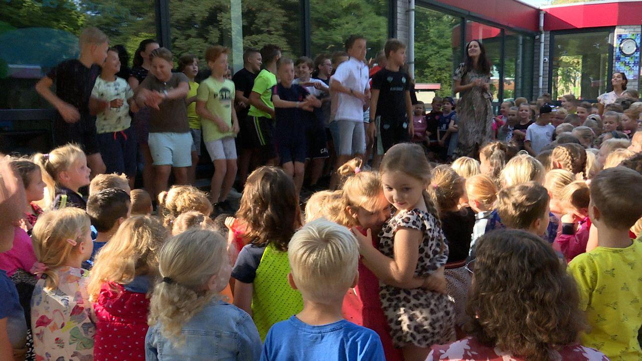 Springen en zingen: basisschool De Vlieger opent nieuw schooljaar