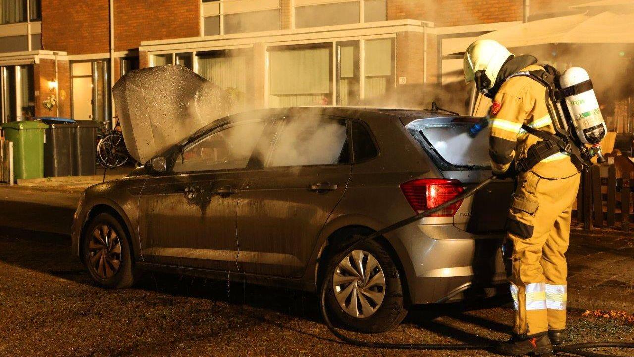 Auto in Den Bosch gaat in vlammen op