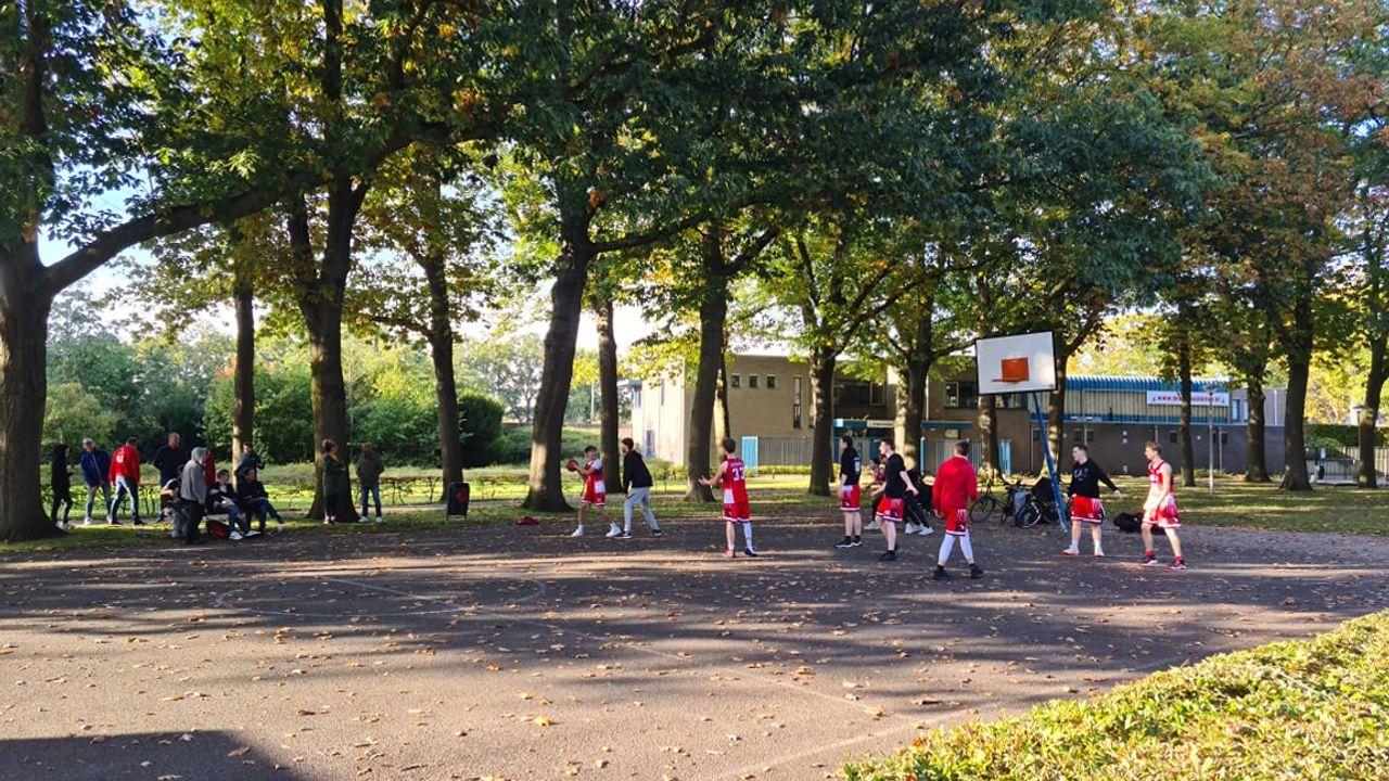 Populair 3x3 veld moet verloederd basketbalveld in Uden vervangen