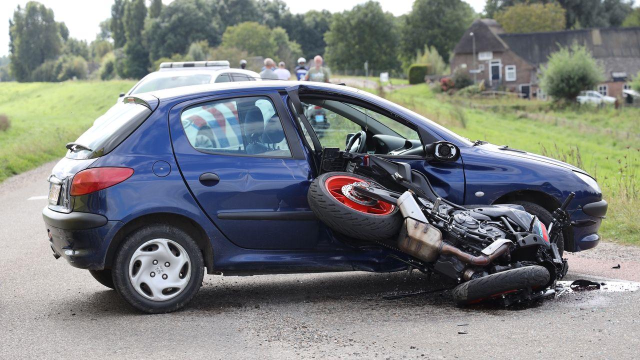 Motorijder raakt gewond bij ongeluk in Overlangel