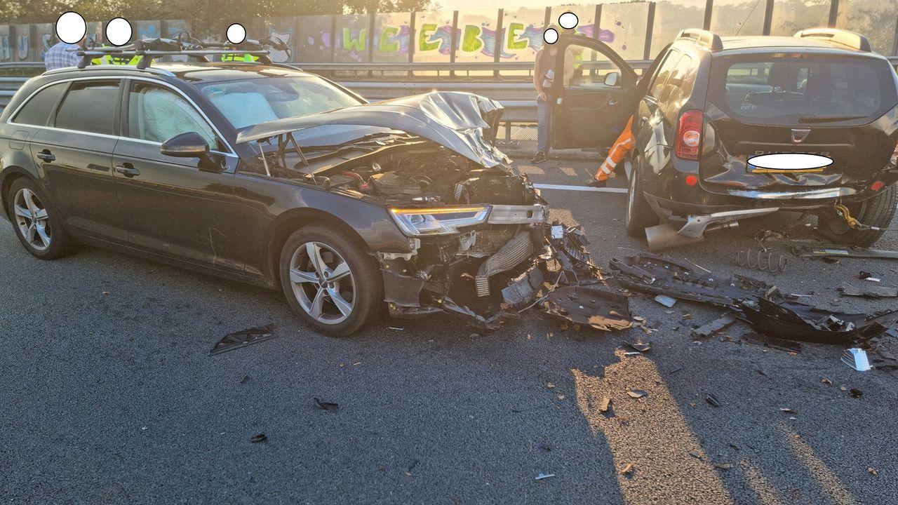 Ongeluk op de A50 zorgt voor flinke ravage
