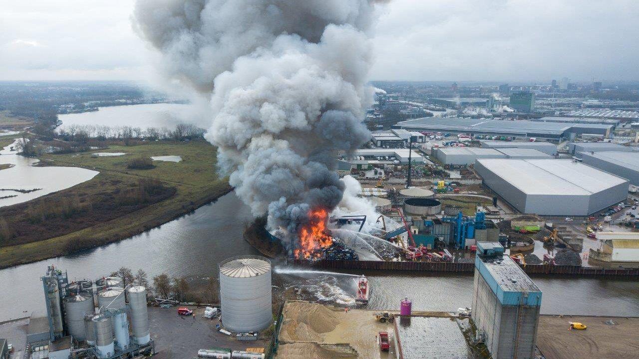 Verschrotingsbedrijf lijkt na enorme brand niet te gaan vertrekken uit Den Bosch