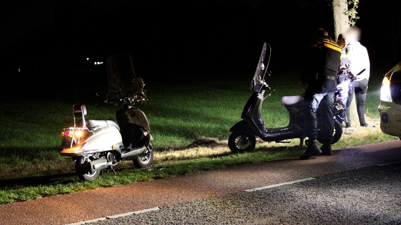Twee scooters lopen schade op bij aanrijding