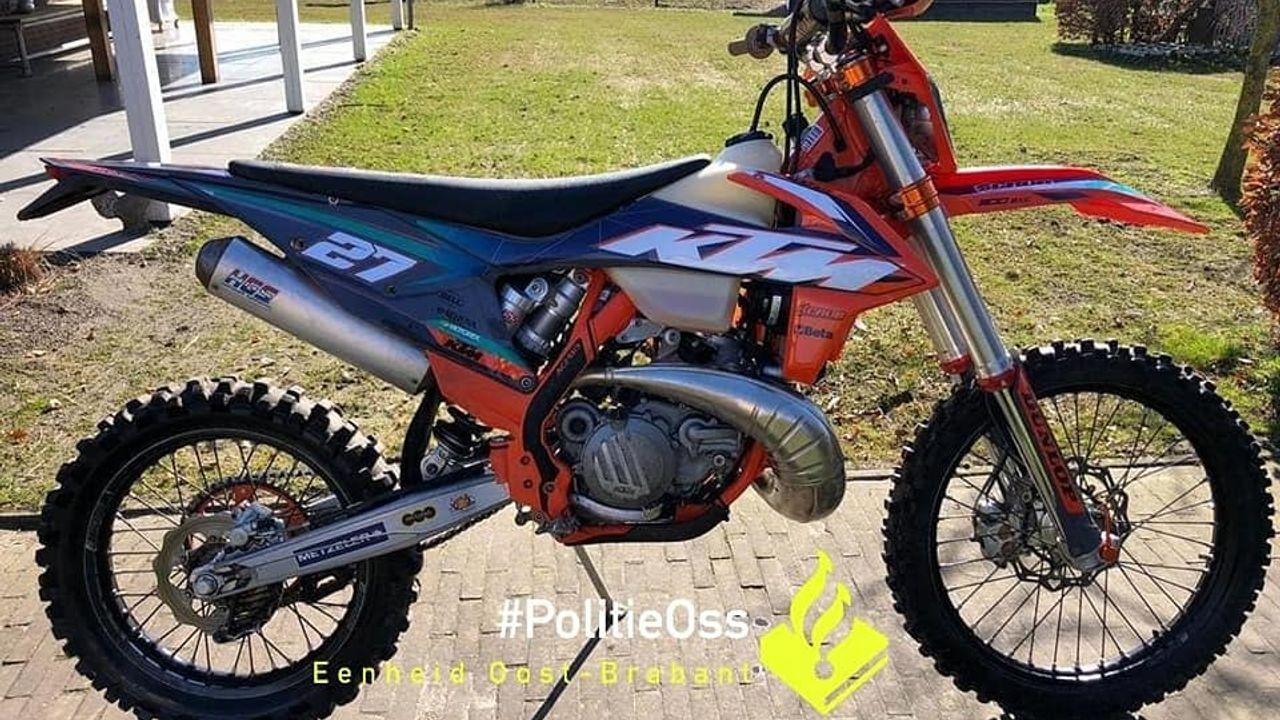 Twee crossmotoren gestolen in Loosbroek